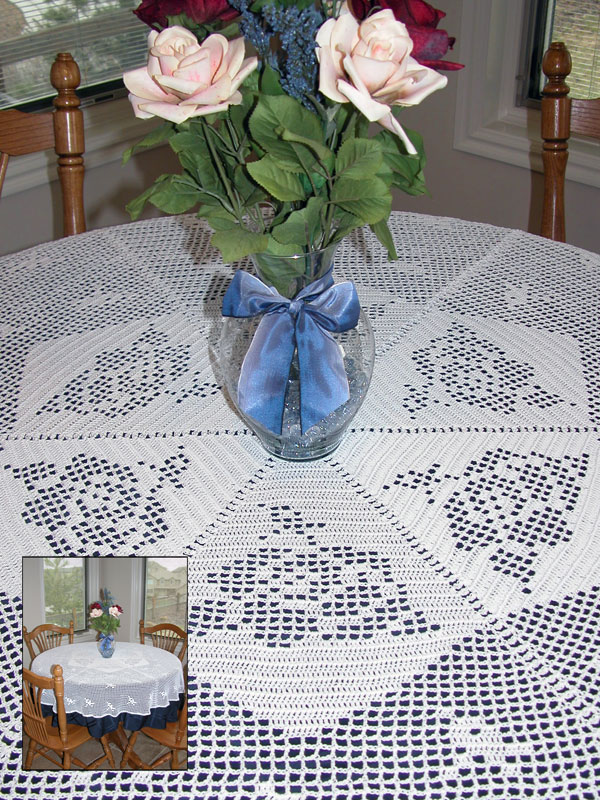 Roses in the Round Table Cover